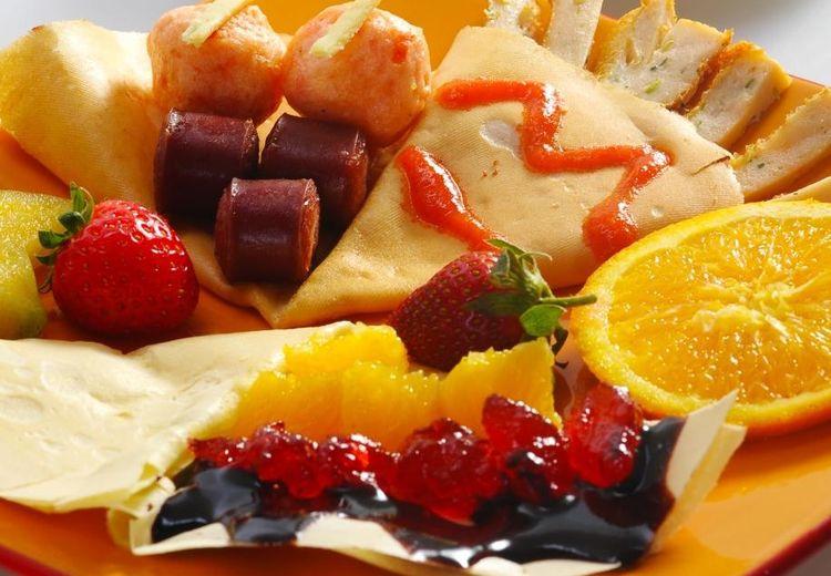 Mau Coba Makanan Manis, Gurih, dan Asam? Yuk, Buat Crepes Segala Rasa!