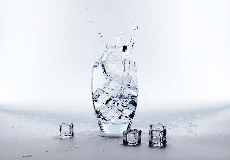 Cara Membedakan Es Batu yang Dibuat dari Air Matang dan Mentah