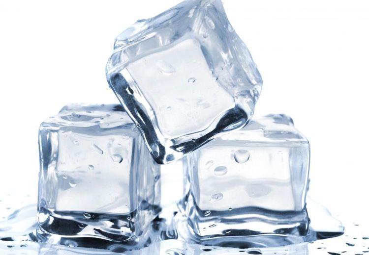 Penting! Ini Cara Mudah Bedakan Es Batu dari Air Matang dengan Es Batu dari Air Mentah