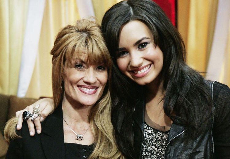 Ibu Demi Lovato Akhirnya Menjelaskan Kronologi Saat Demi Overdosis!