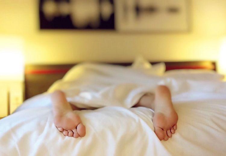 5 Cara Agar Tidur Nyaman, Salah Satunya Memilih Kasur Ranjang