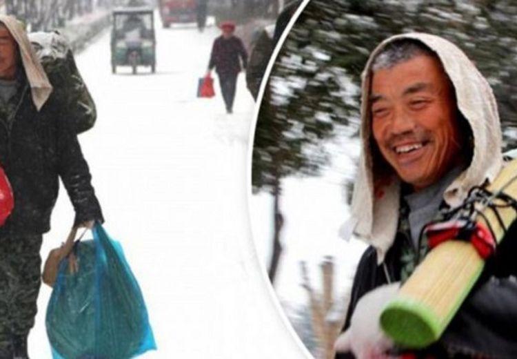 Pria Ini Pilih Berjalan Kaki Sejauh 40 Kilometer saat Pulang Kerja, di Baliknya Ternyata Ada Kisah yang Menyentuh Hati