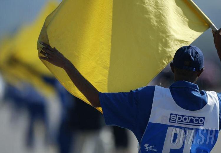 Nggak Banyak yang Tahu, Ini Arti dari Warna-Warna Bendera di MotoGP