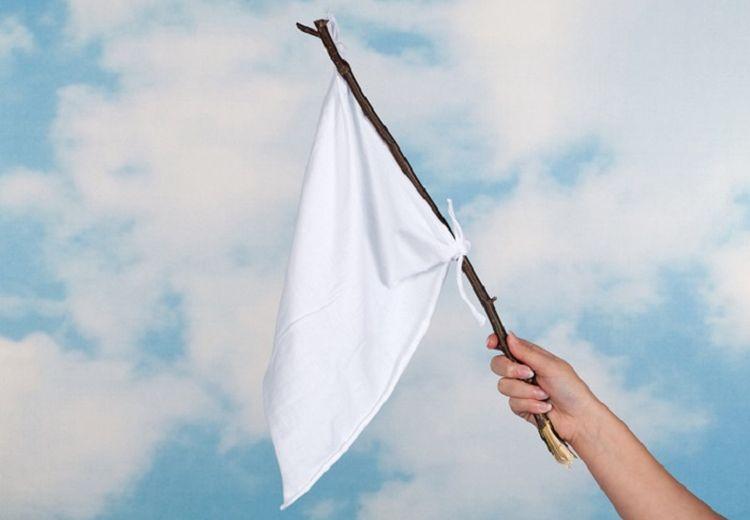Bendera Putih Diartikan Sebagai Tanda Menyerah, Gimana Sih Mulanya?