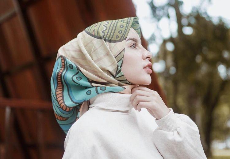 7 Hijab Motif ala Aghnia Punjabi Bikin Gaya Kita Jadi Makin Kekinian!