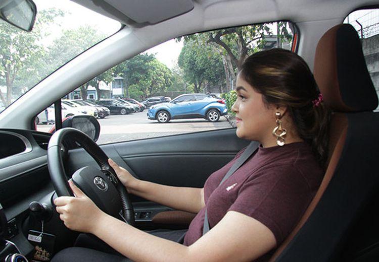 Cek Kamar Mandi, Bahan Bersihkan Setir Mobil Ada di Situ