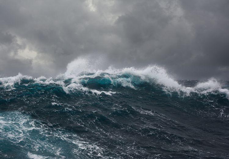 Waspada Gelombang Tinggi di Perairan Indonesia Hingga 21 Maret 2019