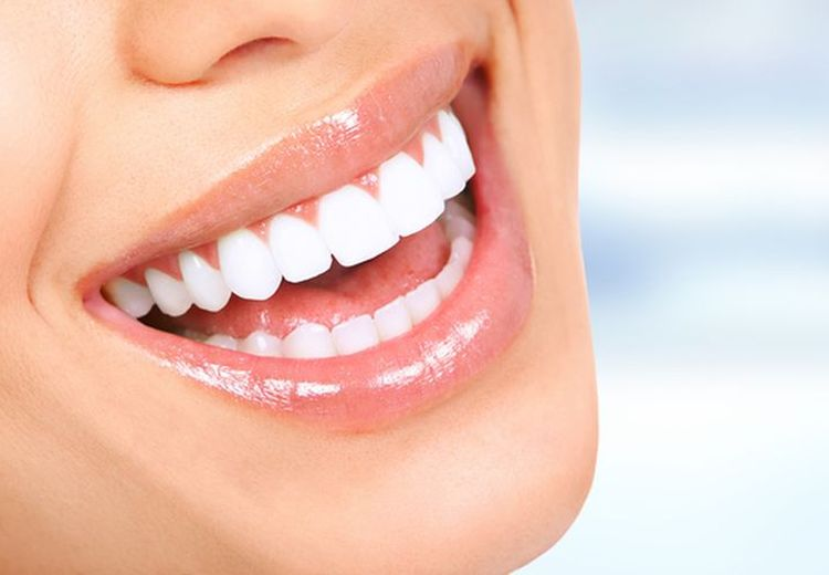 Mudah! Ini 4 Cara Memutihkan Gigi yang Bisa Kamu Coba di Rumah
