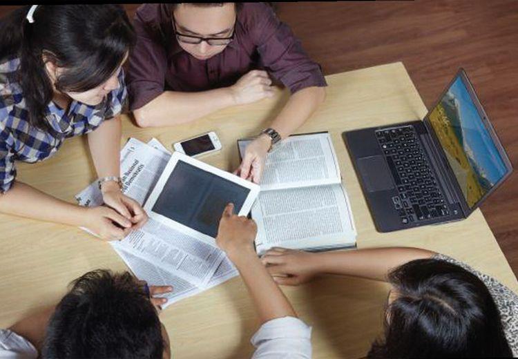 Bilang ke Dosen Kamu Sekarang Juga: Jadwal Kelas yang Nggak Sesuai dengan Jam Biologis Ternyata Bikin Nilai Akademis Kita Buruk
