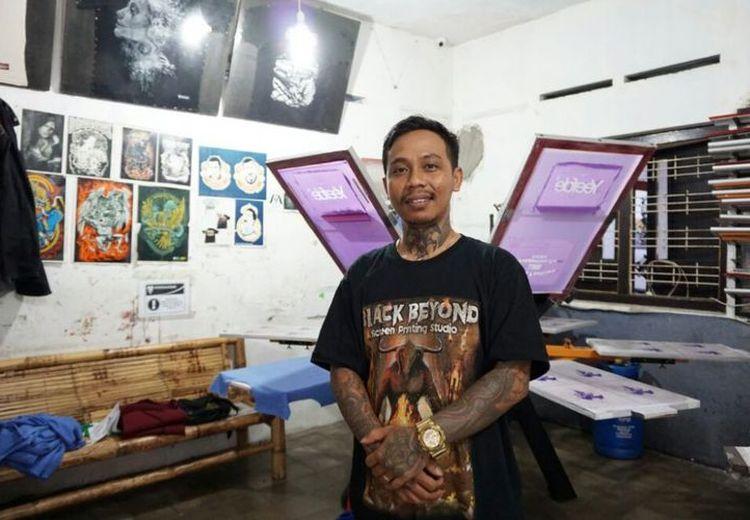 Dengan Jiwa Punk dan Semangat DIY, Mantan Anak Jalanan Ini Kini Jadi Pengusaha Sablon Sukses!