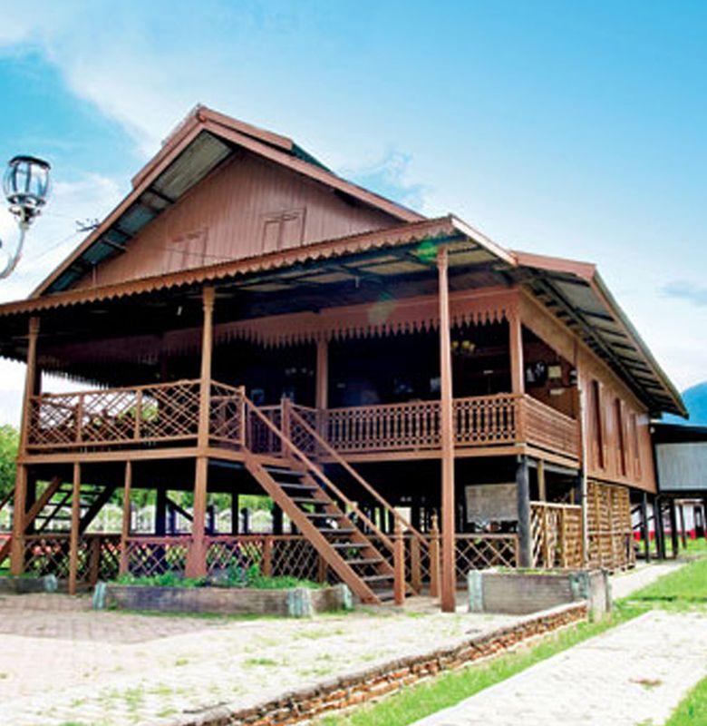 Souraja Rumah Adat Keluarga Bangsawan Suku Kaili Di Sulawesi Bobo