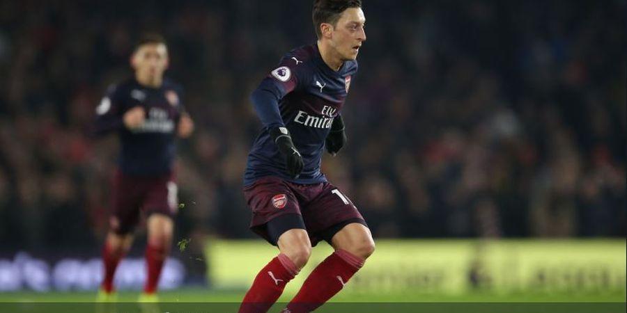 Sering Hangatkan Bench Arsenal,  Unai Emery Tegaskan Peran Mesut Oezil