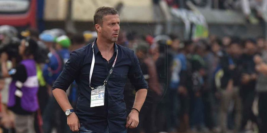 Miljan Radovic Sebut Persib Kalah dari Borneo FC karena Wasit
