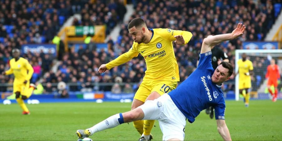 VIDEO - Eden Hazard Ikuti Fans Everton Mengejek Ross Barkley