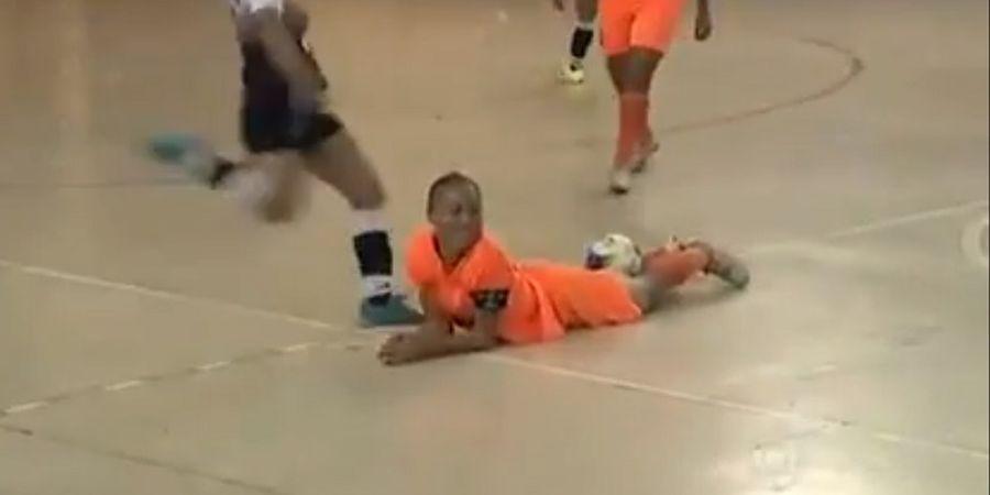 VIDEO - Brutal! Merasa Dipermalukan, Pemain Futsal Putri ini Sepak Kepala Lawannya