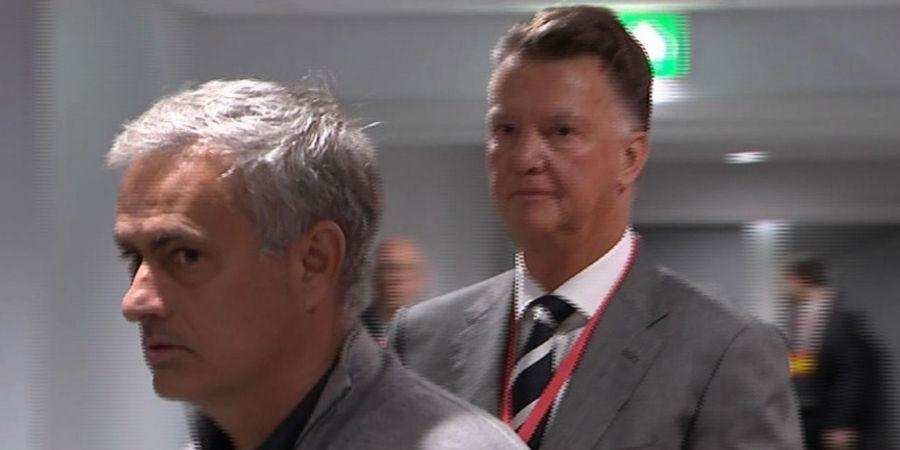 Sama-sama Dipecat, Van Gaal dan Mourinho Ternyata Miliki Jasa yang Diakui di Man United
