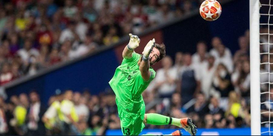 Alisson Cedera, Liverpool Bakal Sodorkan Kontrak pada Kiper Tua