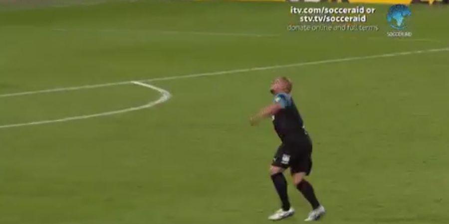 VIDEO - Operan Backheel Ciamik Roberto Carlos ketika Melawan Inggris