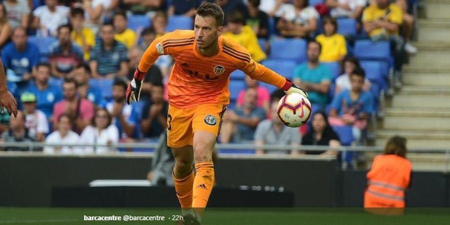 Berita Transfer - Barcelona Selangkah Lagi Dapatkan Kiper Baru