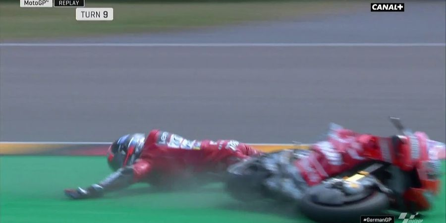 VIDEO - Kualifikasi MotoGP Jerman 2019, Danilo Petrucci Semprot Joan Mir Lalu Crash Hebat