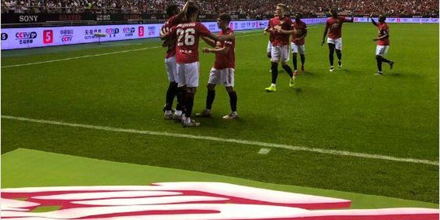 VIDEO - Sepakan Martial Buat Kiper Tottenham Blunder dan Bawa Man United Unggul