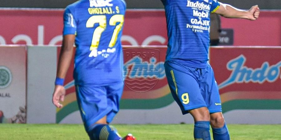 Persib Bandung Unggul Dua Gol atas Borneo FC di Babak Pertama