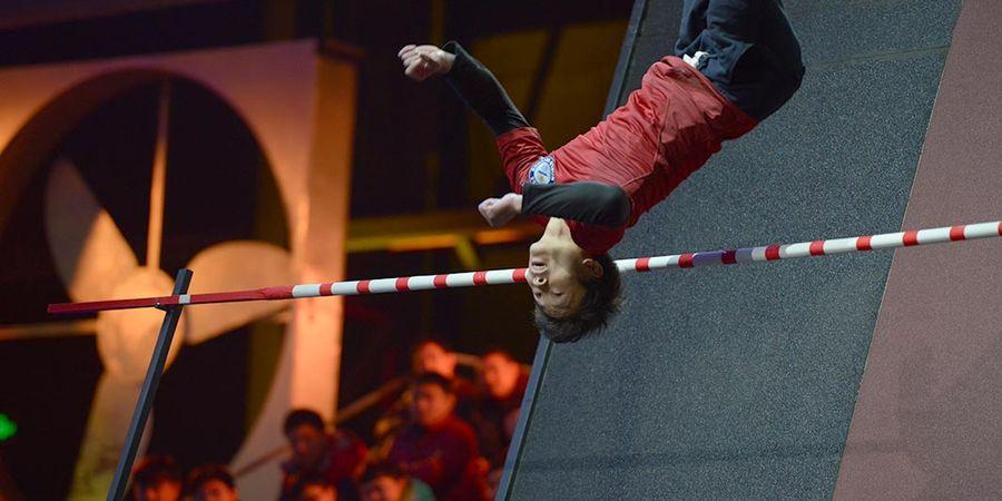 Gila! Atlet Cina ini Pecahkan Rekor Salto Tertinggi, 3,7 Meter!!