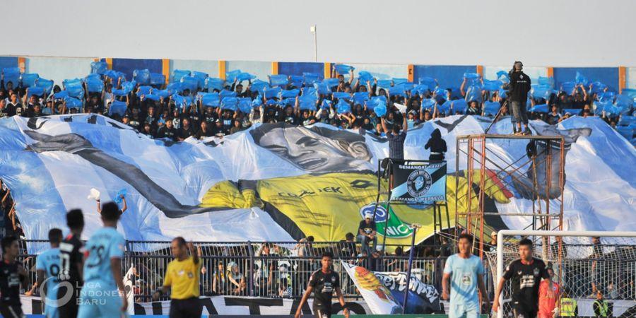 LA Mania dan Curva Boys Gelar Silent Chant Mengenang Choirul Huda