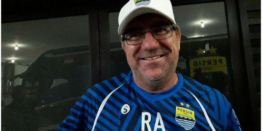 Pesan Robert Alberts untuk Bobotoh Agar Bisa Kembali Dukung Persib di Stadion