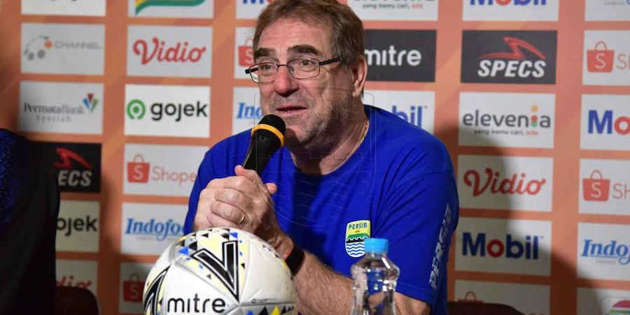 Robert Enggan Komentari Isu Merapatnya Pelatih Borneo FC ke Persib