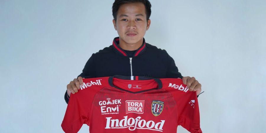 Pulang Kampung, Pemain Bali United Ini Bantu Orang Tua Jualan di Sela-sela Latihan