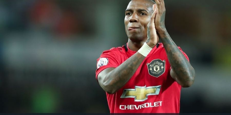 Pelatih Manchester United Resmi Mengonfirmasi Kepergian Ashley Young
