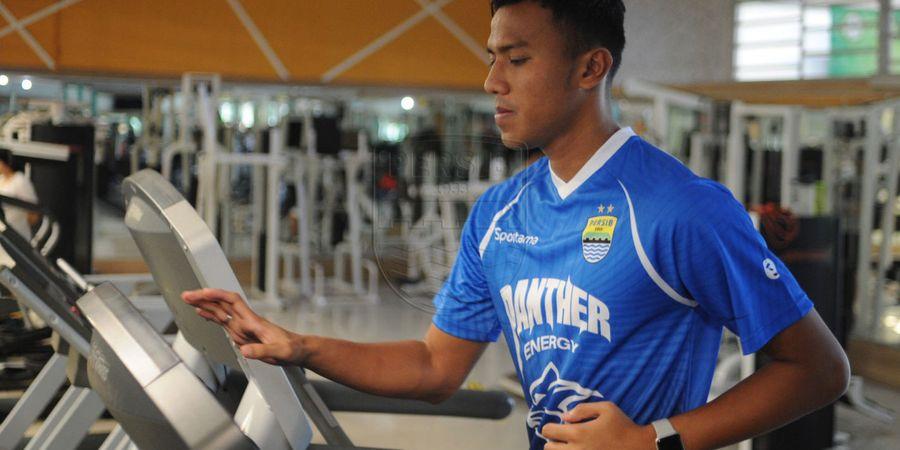 Cedera Kiper Persib Bandung Pulih Berkat Bantuan Sosok Spesial