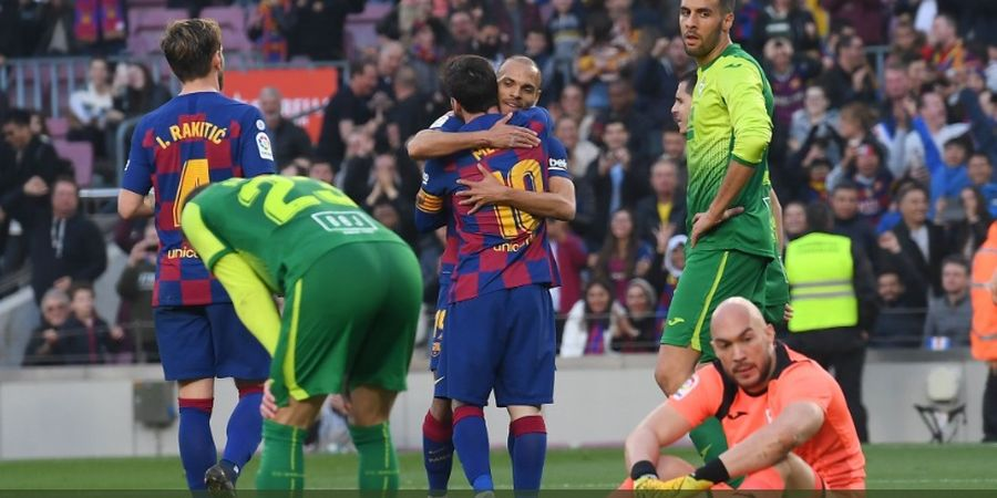 Dipeluk Messi, Braithwaite Bersumpah Tak Akan Pernah Cuci Jersey Barca