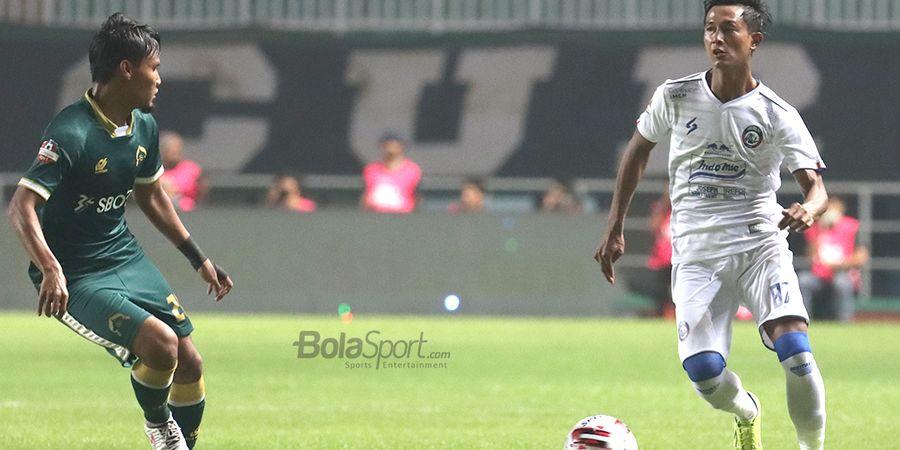 Bek Arema FC Ungkap Perbedaan Latihan di Rumah