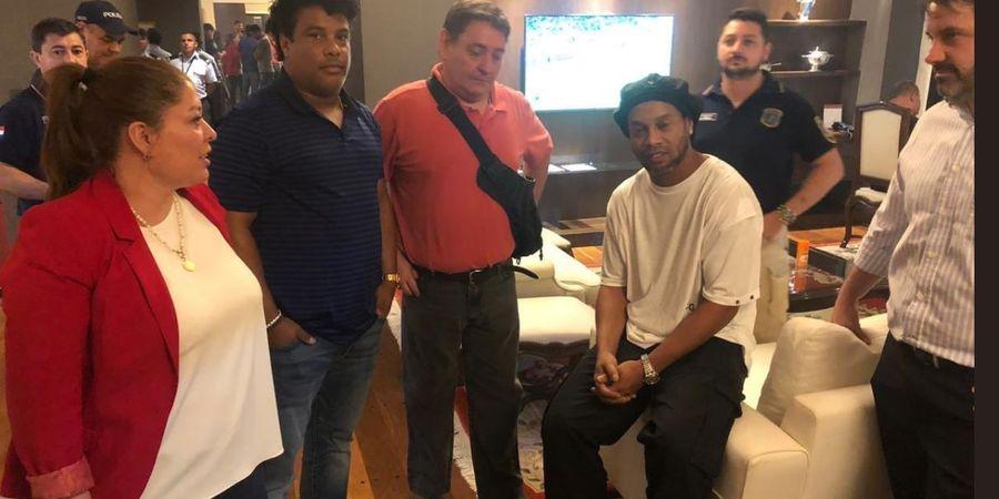 Pakai Paspor Palsu, Ronaldinho Harus Kembali Berurusan dengan Hukum