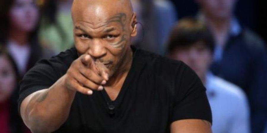 Mike Tyson Ajari Francis Ngannou Cara Jadi Petarung yang Nakal