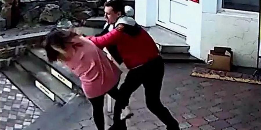 Brutal! Menolak Pakai Masker Pelatih MMA ini Serang Karyawan Toko