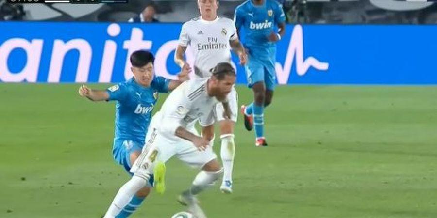 VIDEO - Bocah Ajaib Korea Tendang Sergio Ramos 3 Kali sampai Sempoyongan, Kartu Merah