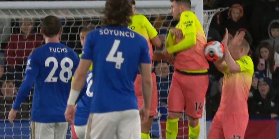 Video Polemik Handball Pogba vs De Bruyne: Tahan Bola Pakai Tangan Juga, Kenapa yang Satunya Dibiarkan Wasit?