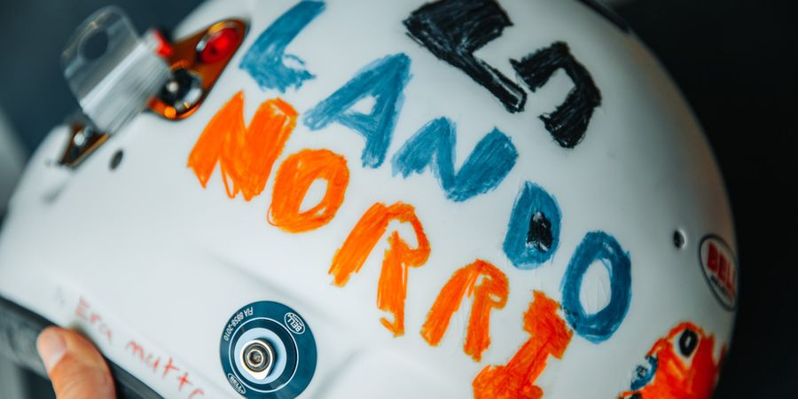 Lando Norris Bakal Kenakan Helm Spesial dari Fan Cilik pada GP Inggris