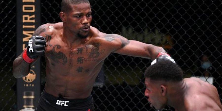 UFC Fight Night 174 - Pukulan Jarak Jauh Petarung Ini Bikin Pelindung Gigi Lawan Copot