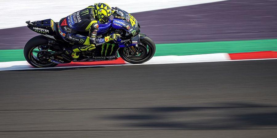 VIDEO - Kesialan Rossi Jatuh saat Awal Balap di MotoGP Emilia Romagna