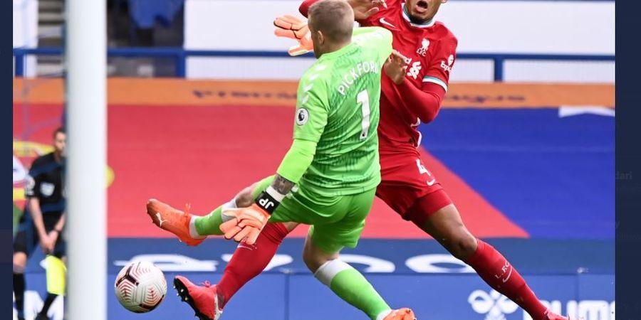 Van Dijk Cedera, Liverpool Didesak Beli Bek Baru oleh Legenda Klub