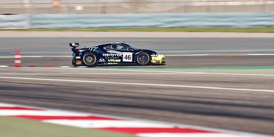 Ikut Balap Ketahanan Mobil Gulf 12 Hours, Valentino Rossi Finis di Posisi Podium Lagi