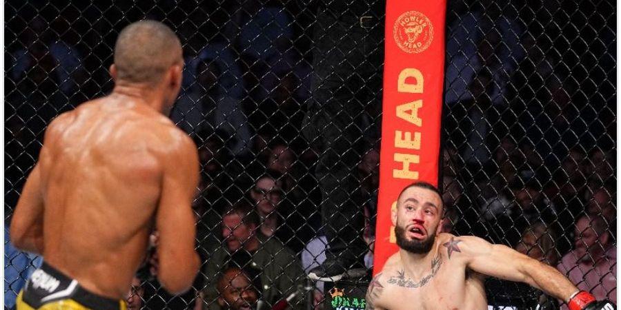 Tak Cuma Bikin Heran Penonton, KO Aneh UFC 262 Juga Buat Bingung Algojonya