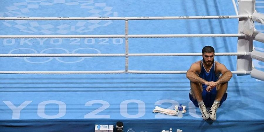 Olimpiade Tokyo 2020 - Petinju Kelas Berat Super Ini Hajar Kamera dan Duduk di Ring hingga Hampir 1 Jam
