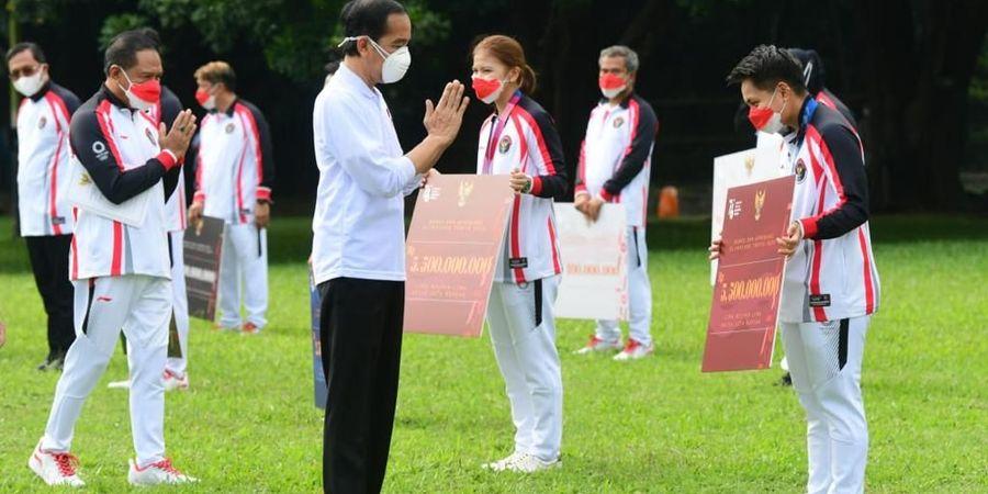 Sah! Presiden Jokowi Serahkan Bonus Olimpiade Miliaran Rupiah kepada Greysia Polii dkk