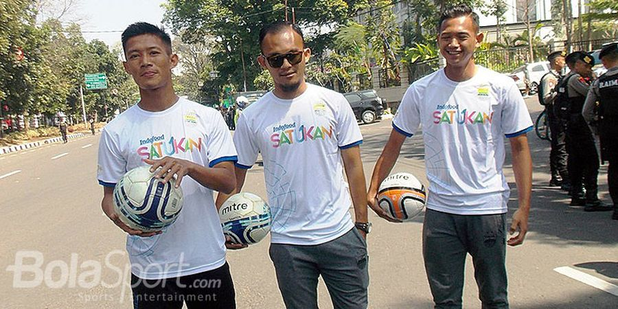 Trio Persib Bandung Meriahkan Pawai Obor Asian Games 2018