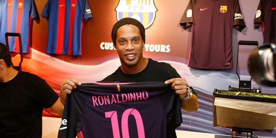 Ronaldinho Resmi Pulang ke Barcelona